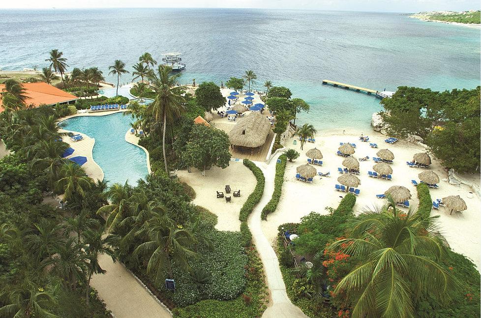 Playa y Piscina Hotel Hilton Curazo.jpg