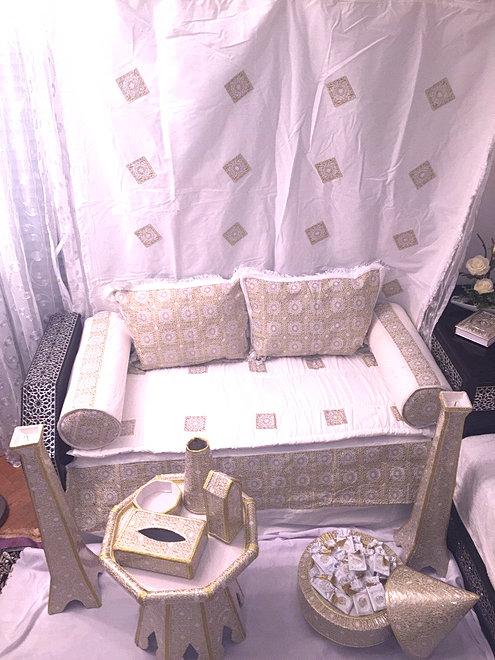 location chaises tables pour mariage henna halal c r monie d coration henn sup rieure. Black Bedroom Furniture Sets. Home Design Ideas