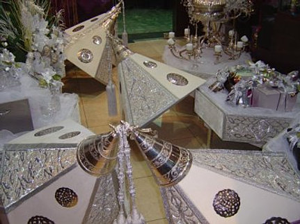 location chaises tables pour mariage henna halal c r monie. Black Bedroom Furniture Sets. Home Design Ideas