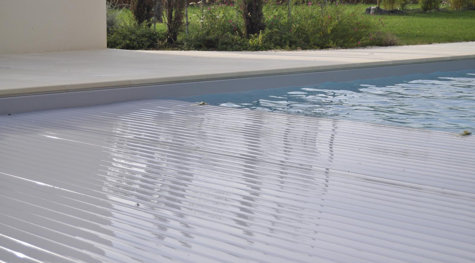 Rijol piscines rijol constructeur piscines jonzac - Volet roulant piscine gris ...