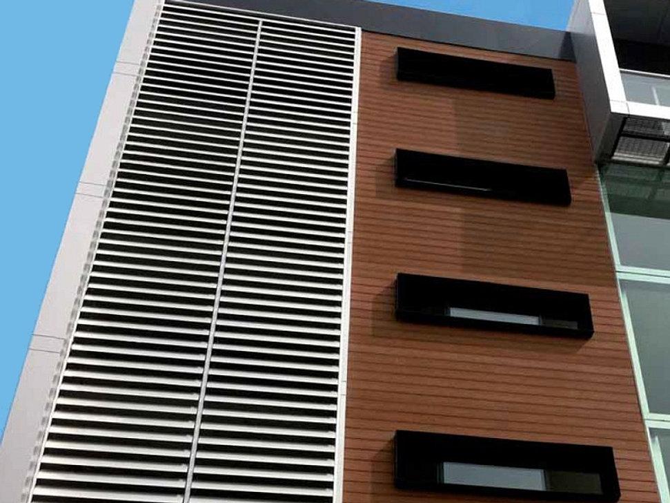 Fabrica de estructuras metalicas y herreria portones for Puerta tipo louver