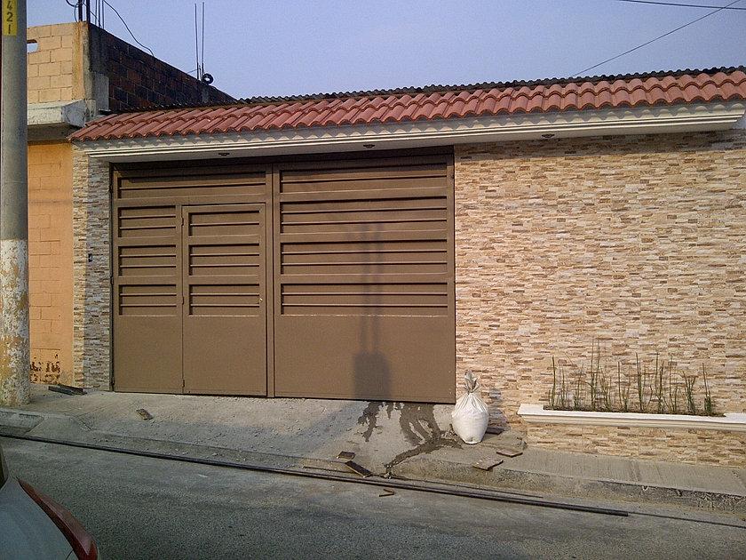 Fabrica de estructuras metalicas y herreria portones for Modelos de portones metalicos para casas