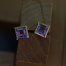 Square Earstuds w. Amethysts