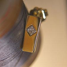 Short Obelisk Earrings w. Princ. Dia