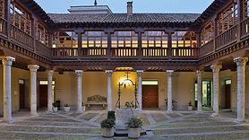 Palacio_de_Pimentel_(Valladolid)._Patio.