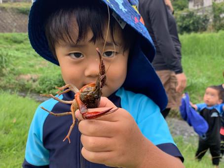 ちびっ子探検隊 小さい人たちの川遊び