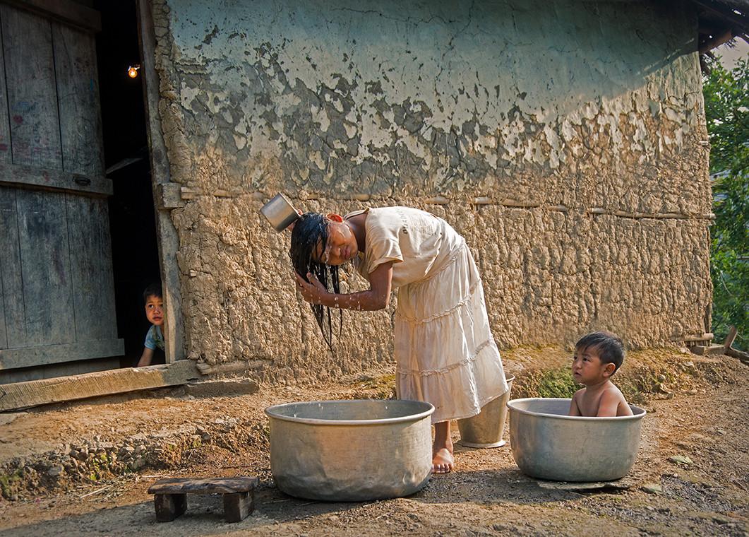 Dorit-Lombroso-children-washing