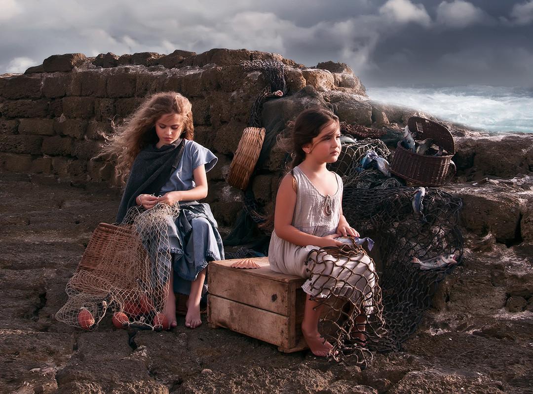 dorit-lombroso-girls-fixing-nets