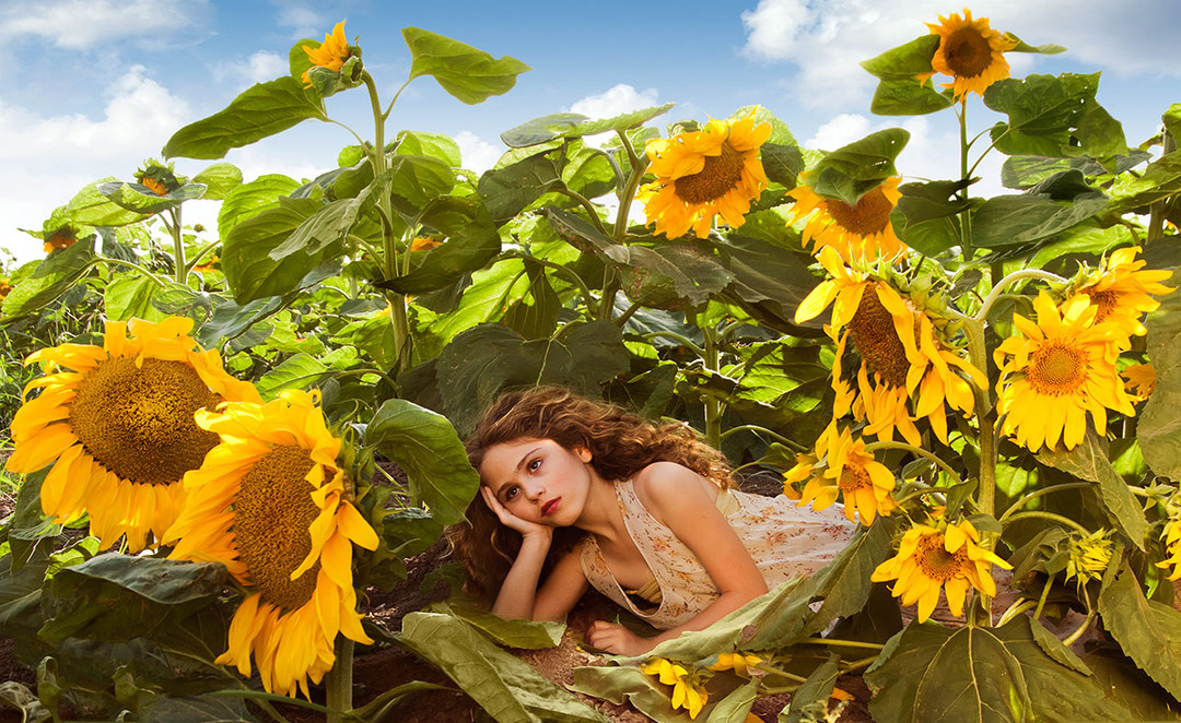 dorit-lombroso-girl-with-sunflowers