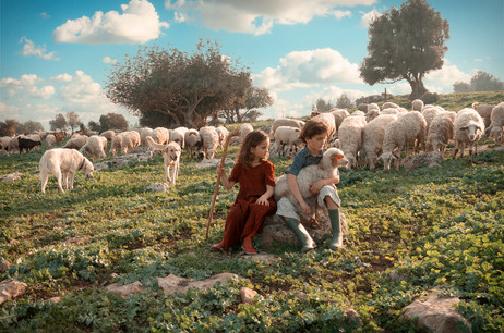 dorit-lombroso-kids-with-sheep