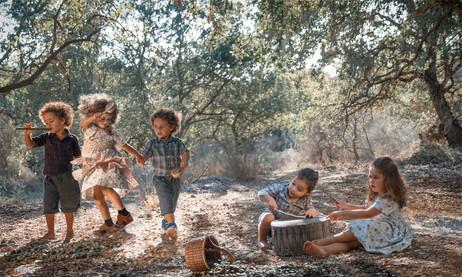 dorit-lombroso-kids-playing-music