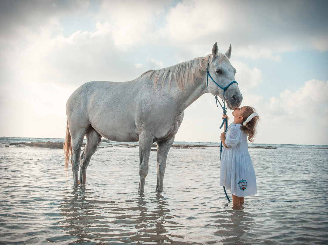 Dorit-lombroso-Photography-girl-with-horse