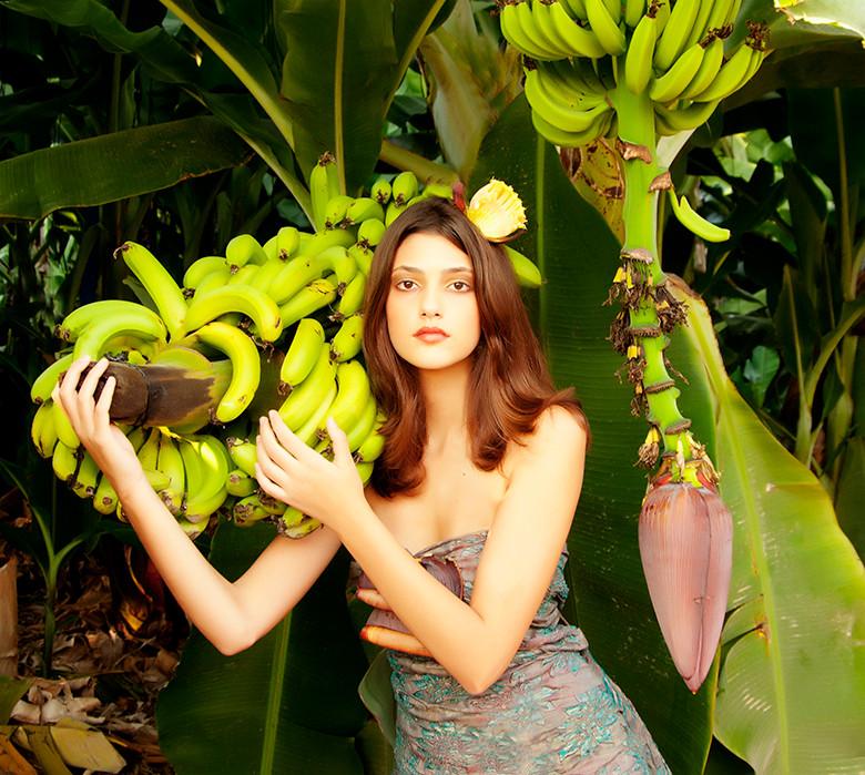 Dorit Lombroso Photography - woman in banana tree