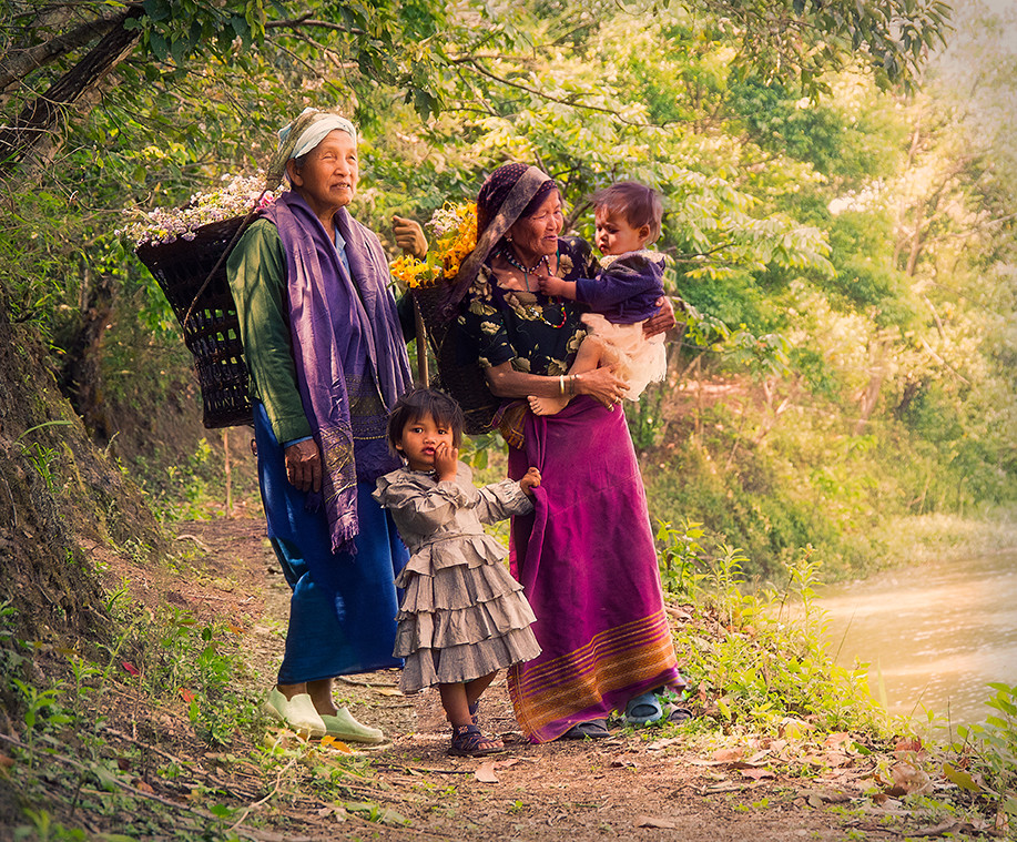 Dorit-Lombroso-family-gathering-herbs