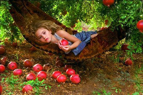 dorit-lombroso-girl-in-hammock