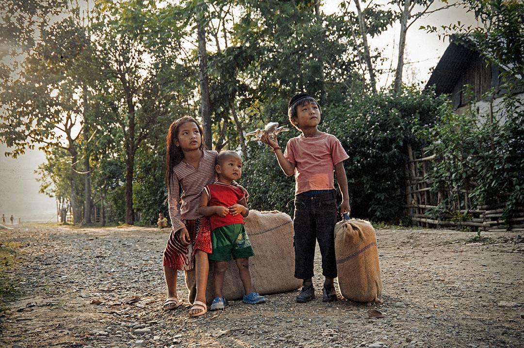 Dorit-Lombroso-children-with-toy-aeroplane