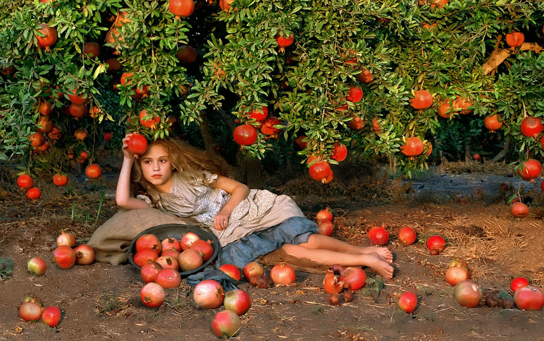 dorit-lombroso-girl-with-pomegranates