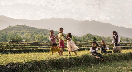 Dorit-Lombroso-kids-in-rice-field