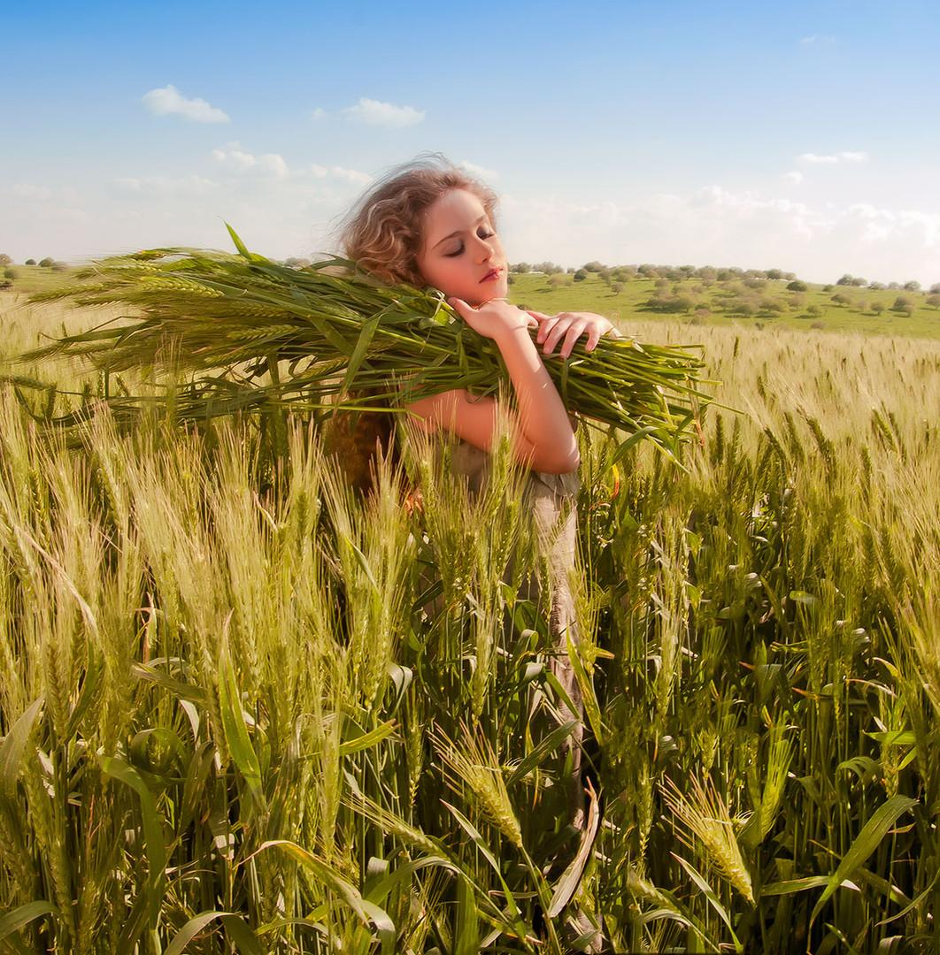 dorit-lombroso-girl-in-wheat-field