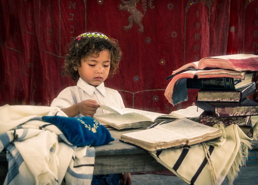 Dorit-Lombroso-boy-reading