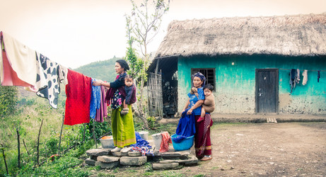 Dorit-Lombroso-women-hanging-laundry