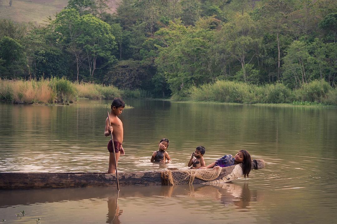 Dorit-Lombroso-kids-in-canoo