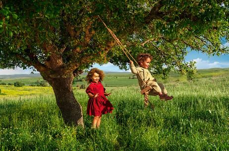 dorit-lombroso-kids-on-swing