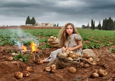 dorit-lombroso-girl-in-potato-field