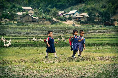 Dorit-Lombroso-children-going-to-school