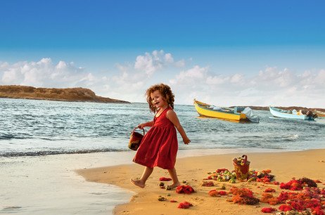 dorit-lombroso-girl-by-sea