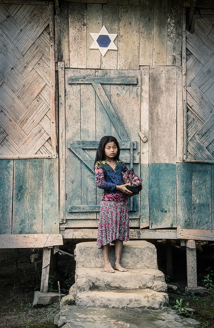 Dorit-Lombroso-girl-in-front-of-door