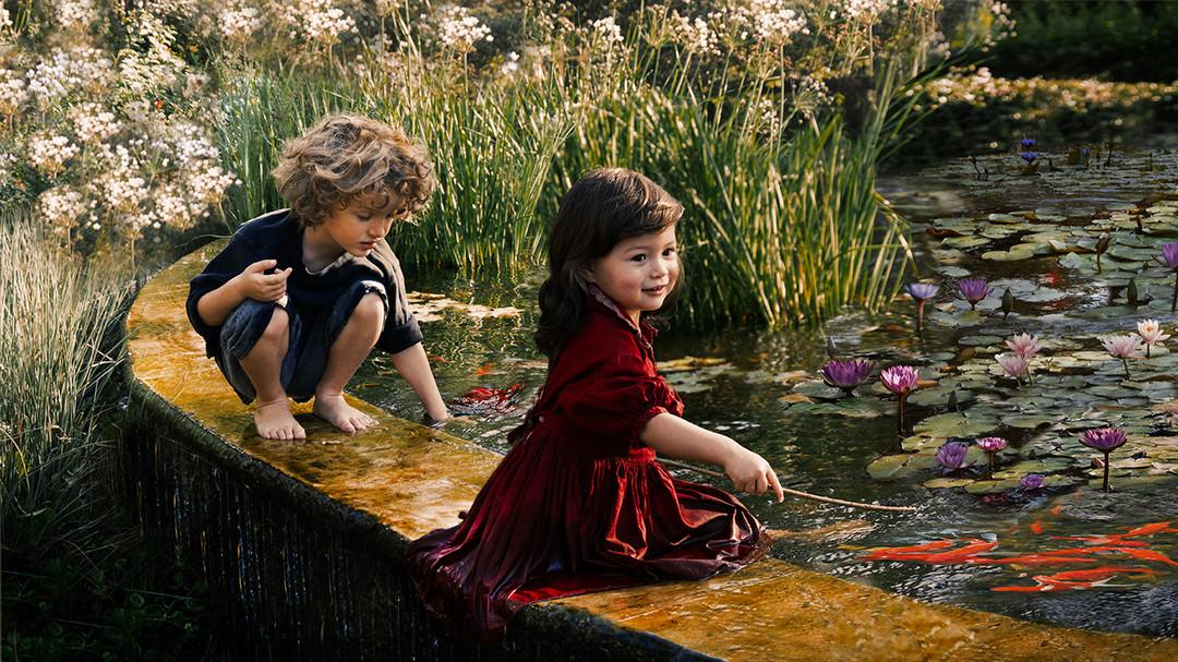 dorit-lombroso-kids-with-goldfish