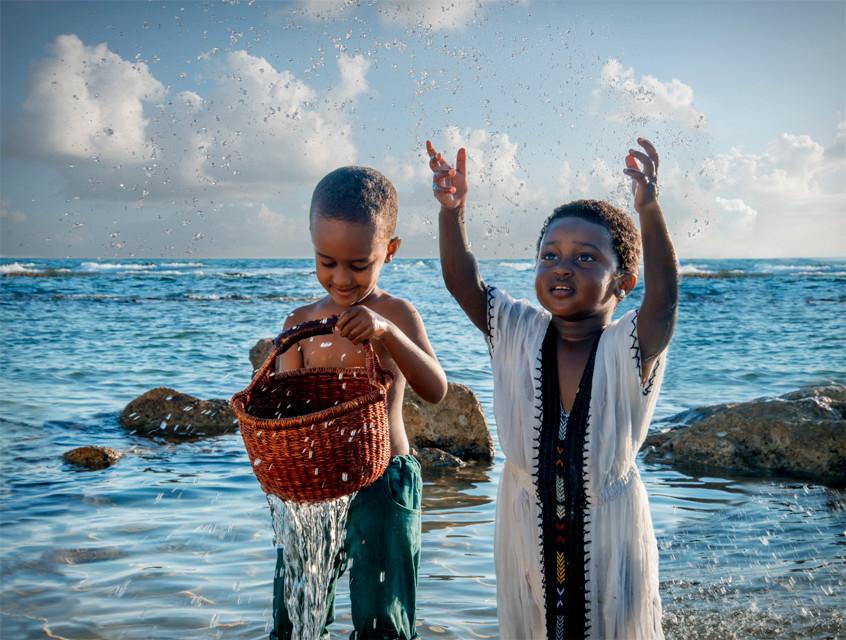 dorit-lombroso-kids-by-ocean