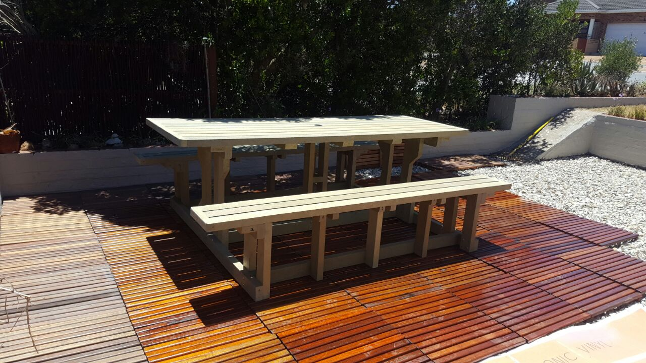 10 Seater Picnic Bench Set