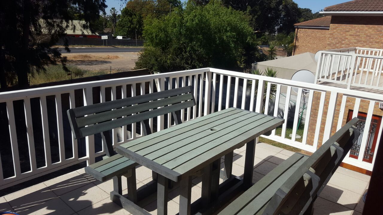 8 Seater Deluxe Picnic Bench Set