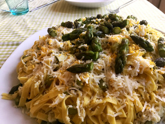 Tagliatelle with asparagus and eggs