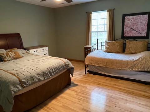 Bedroom_2_sleeps_4-5_38e4ea12-c62f-4534-