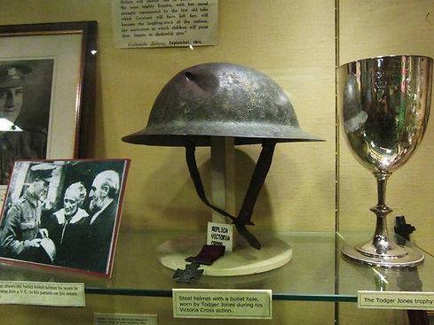 capacete Alfred jones