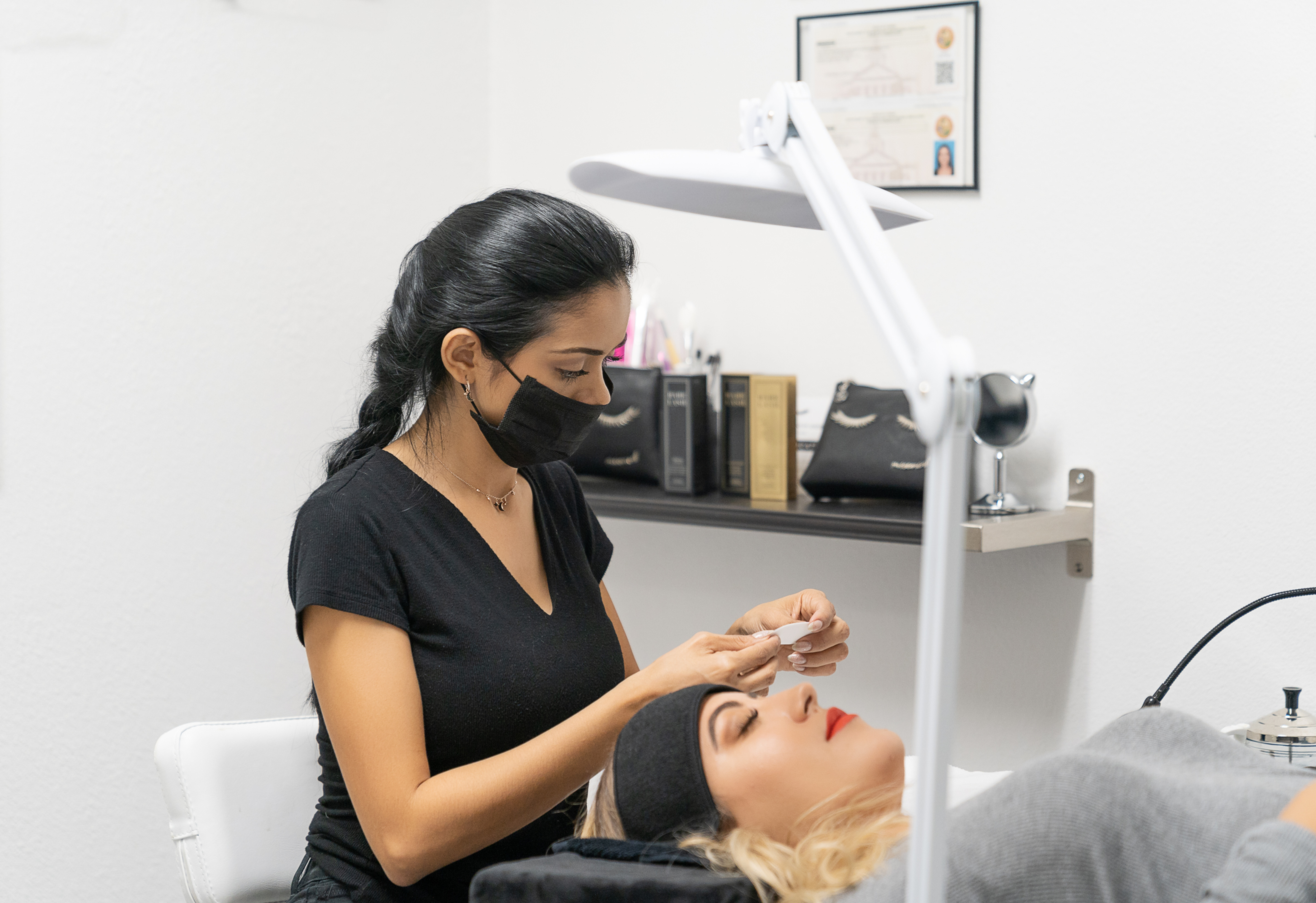 Lash Removal $15 discount with full set