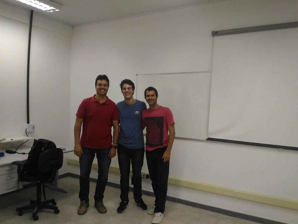 Fabio Gonçalves (esquerda), Rafael Viégas (centro) e André de ALmeida, instrutores do curso LiDAR e Google Earth Engine