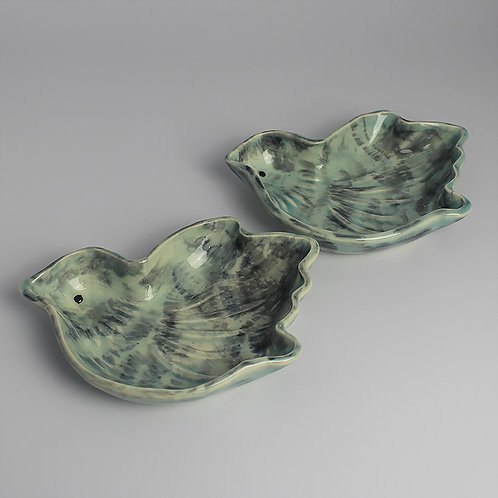 2 small dishes, bird design