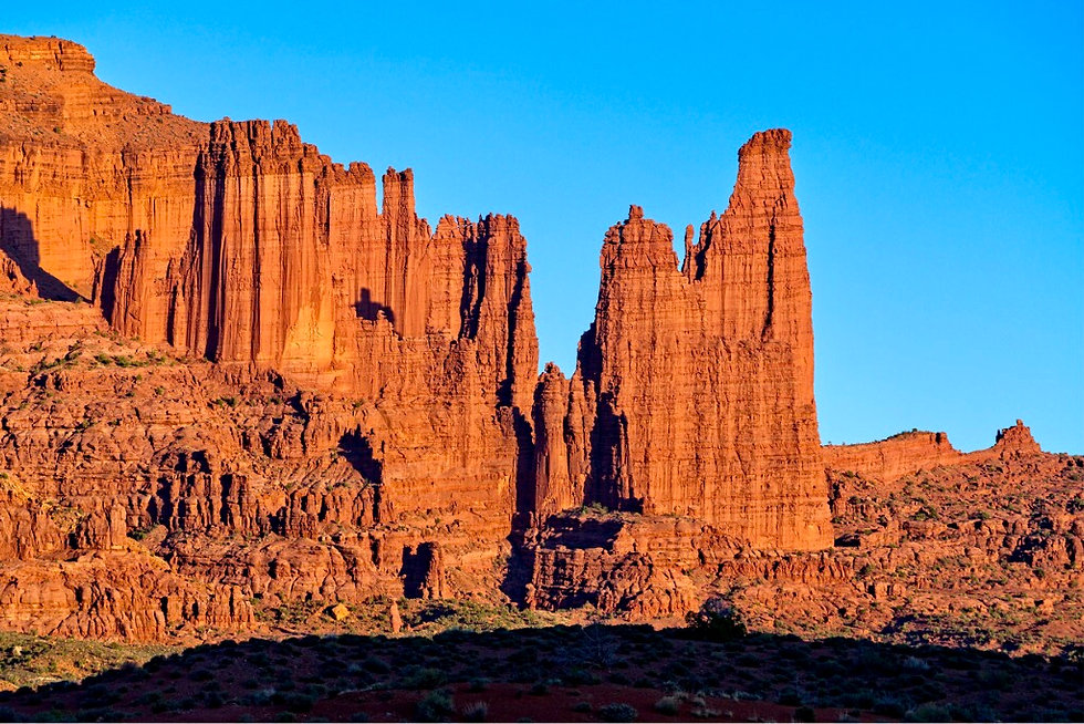 vibrant-fisher-towers-red-rock-at-sunset