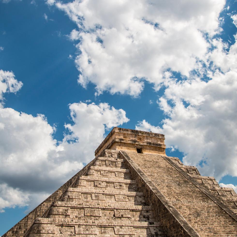 Mayapyramide.jpg