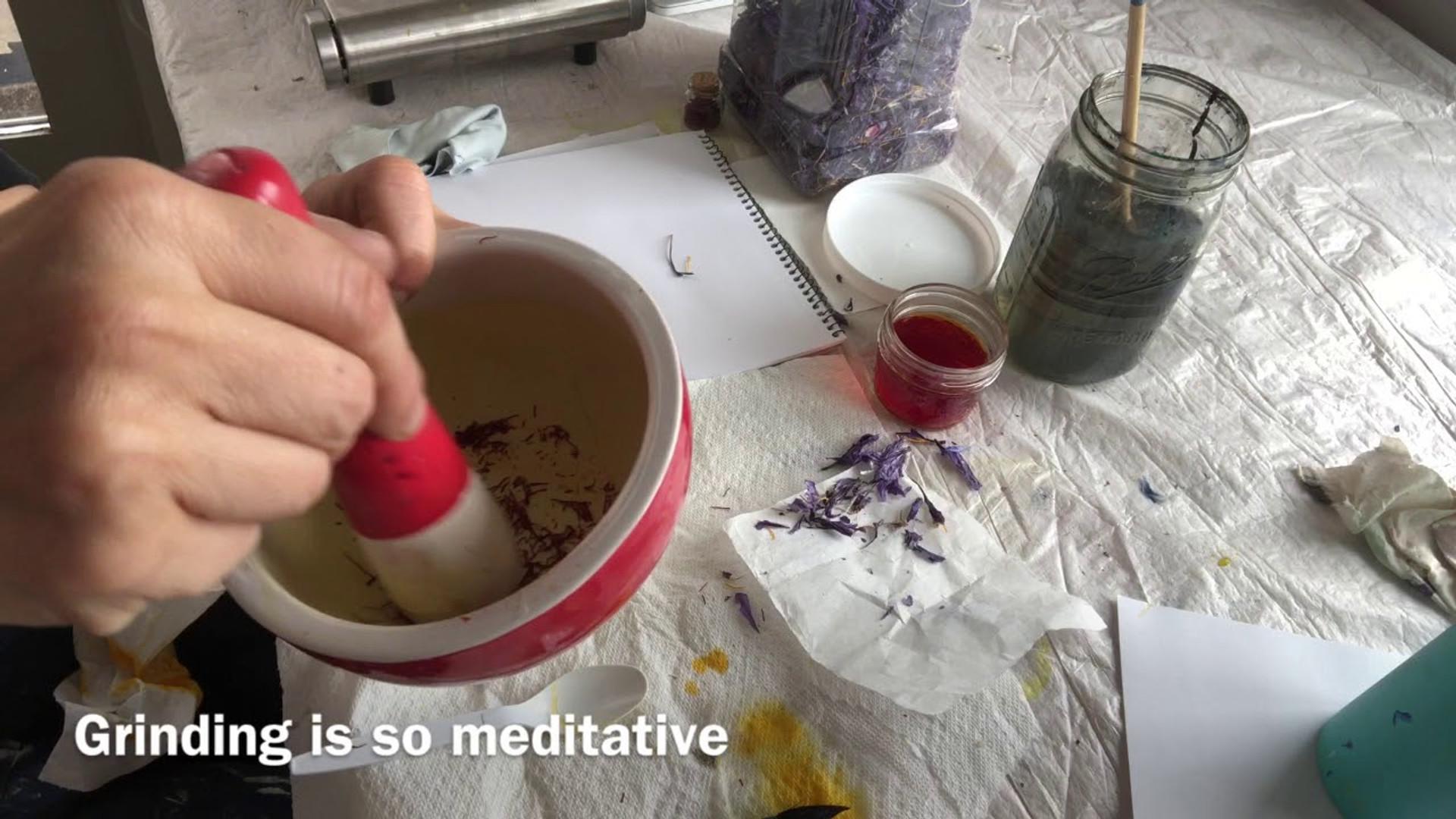 How to prepare saffron to paint