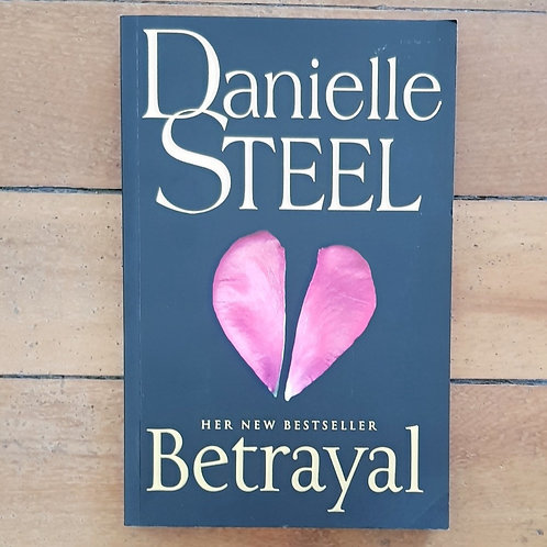 Betrayal by Danielle Steel (soft cover, good condition)