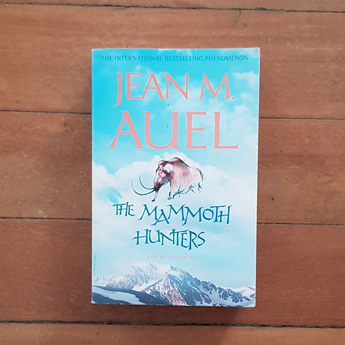 The Mammoth Hunters by Jean M Auel (soft cover, good condition)