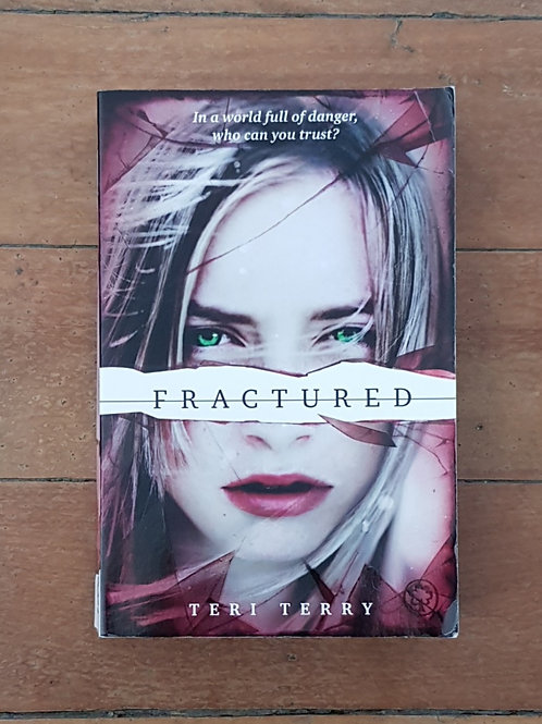 Fractured (Slated #2) by Teri Terry (soft cover, good condition)