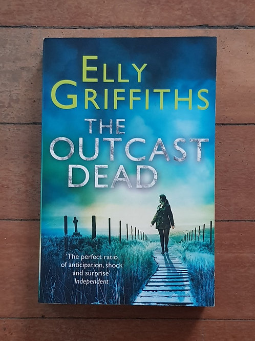 The Outcast Dead (Ruth Galloway #6) by Elly Griffiths (soft cover, good cond)
