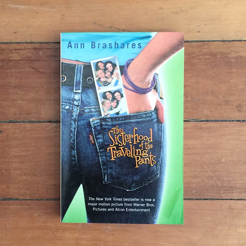 The Sisterhood of the Traveling Pants by Ann Brashares (sc, good condition)