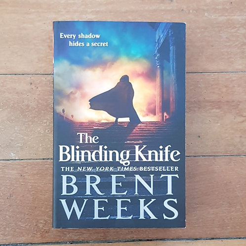 The Blinding Knife (Lightbringer #2) by Brent Weeks (soft cover, good cond)